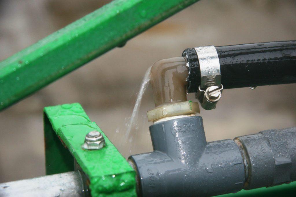 Leaking hose under pressure
