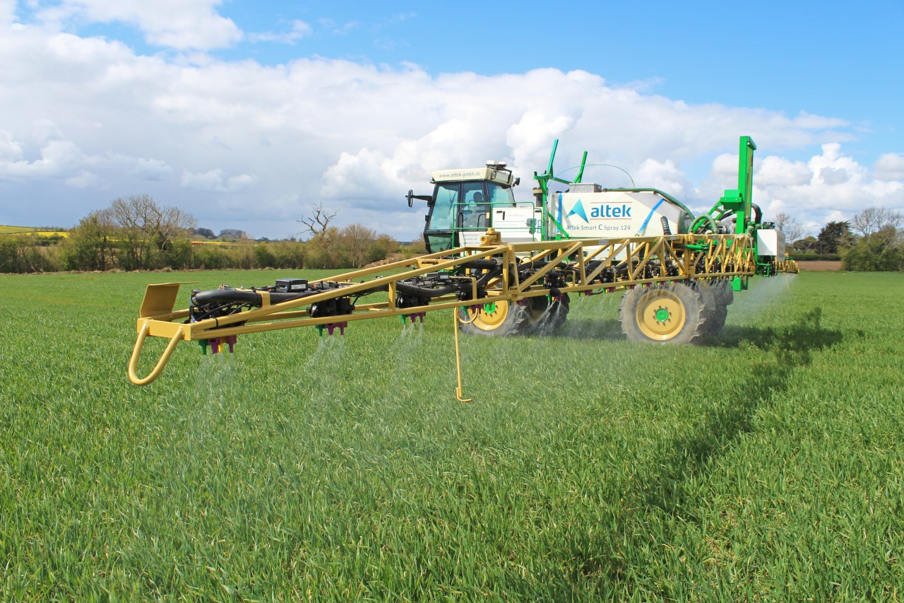 new smart spraying system from Altek and Lykketronic